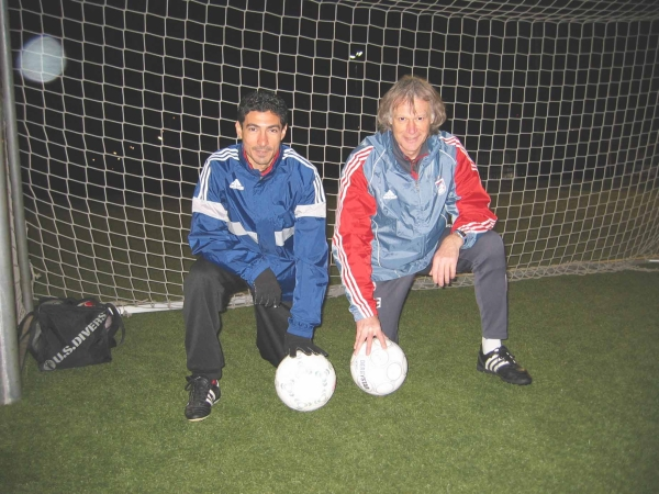 Klaus Kothe mit Ägyptischen Nationalspieler Mohamed Barakat